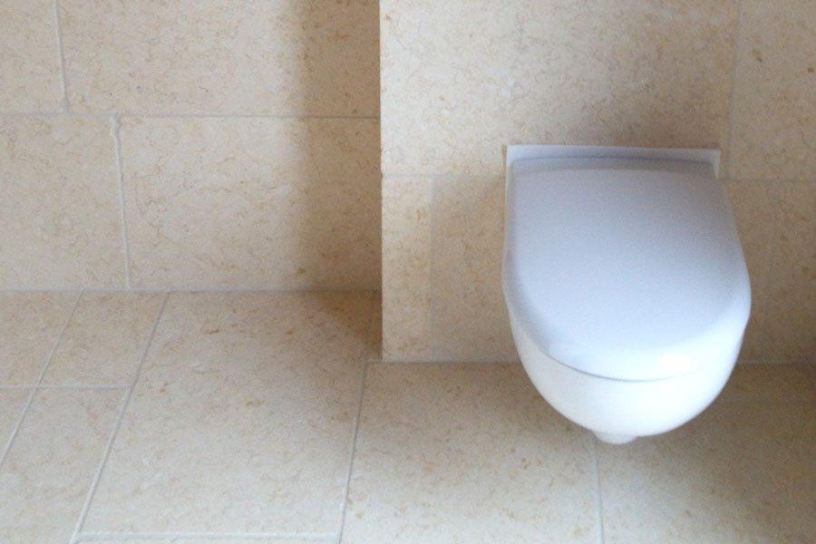 Fliesen rund um die Toilette